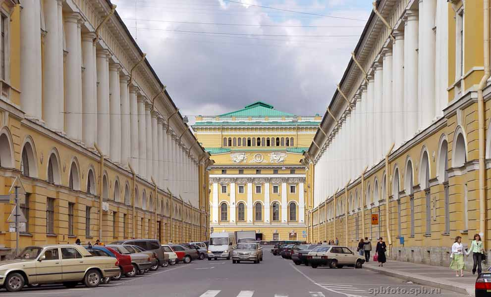 Улица Росси в Петербурге.